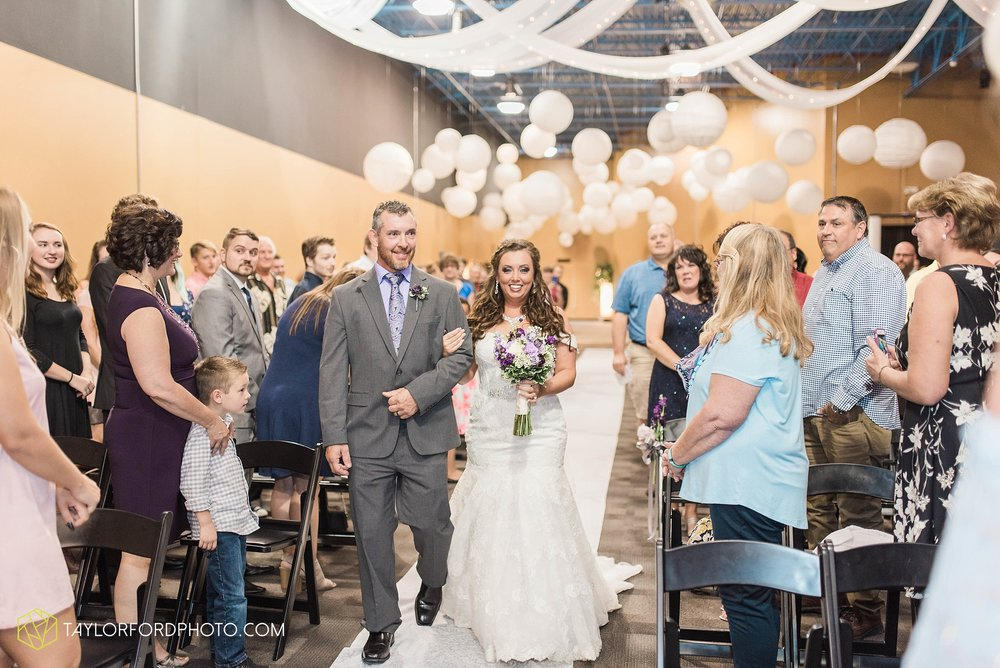 fort-wayne-indiana-wedding-photographer-cerutis-banquet-and-event-center-homewood-suites-by-hilton-Taylor-Ford-Photography_4713.jpg