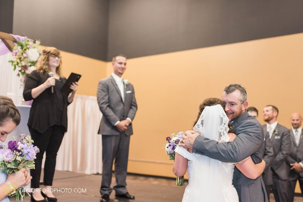 fort-wayne-indiana-wedding-photographer-cerutis-banquet-and-event-center-homewood-suites-by-hilton-Taylor-Ford-Photography_4715.jpg