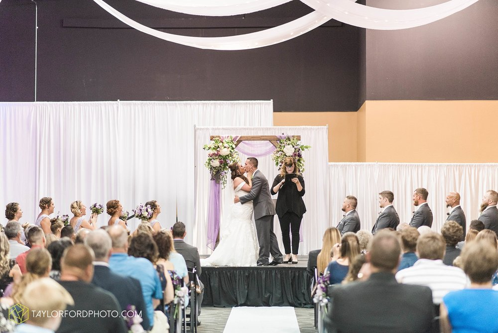 fort-wayne-indiana-wedding-photographer-cerutis-banquet-and-event-center-homewood-suites-by-hilton-Taylor-Ford-Photography_4718.jpg