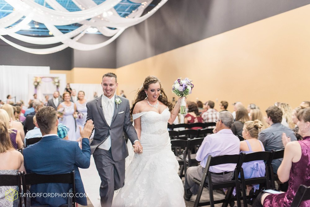 fort-wayne-indiana-wedding-photographer-cerutis-banquet-and-event-center-homewood-suites-by-hilton-Taylor-Ford-Photography_4719.jpg