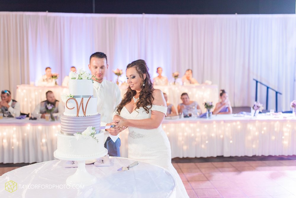 fort-wayne-indiana-wedding-photographer-cerutis-banquet-and-event-center-homewood-suites-by-hilton-Taylor-Ford-Photography_4802.jpg