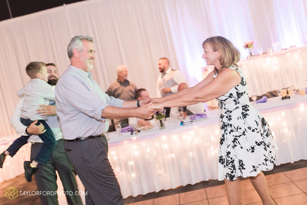 fort-wayne-indiana-wedding-photographer-cerutis-banquet-and-event-center-homewood-suites-by-hilton-Taylor-Ford-Photography_4808.jpg