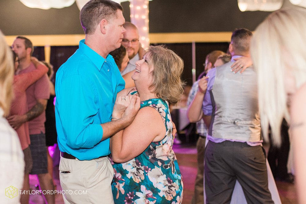 fort-wayne-indiana-wedding-photographer-cerutis-banquet-and-event-center-homewood-suites-by-hilton-Taylor-Ford-Photography_4811.jpg