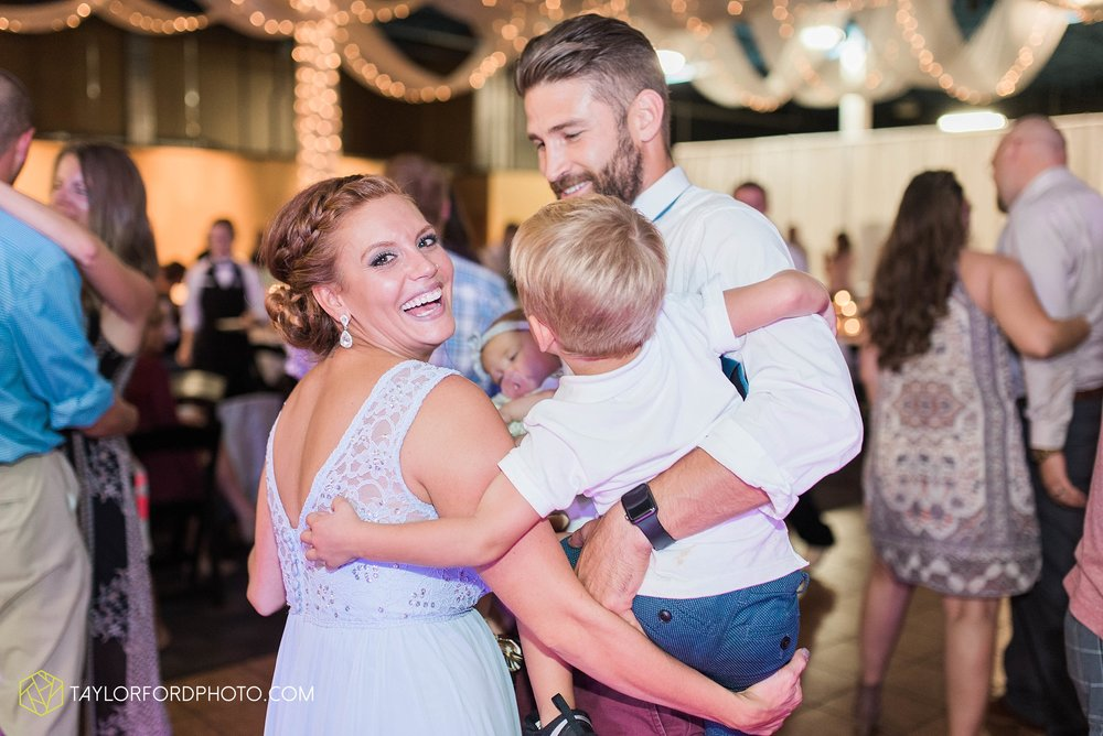 fort-wayne-indiana-wedding-photographer-cerutis-banquet-and-event-center-homewood-suites-by-hilton-Taylor-Ford-Photography_4812.jpg