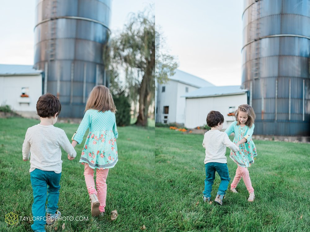 fort-wayne-indiana-family-photographer-leo-cederville-farm-nature-session-Taylor-Ford-Photography_4885.jpg