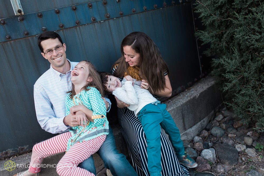 fort-wayne-indiana-family-photographer-leo-cederville-farm-nature-session-Taylor-Ford-Photography_4890.jpg