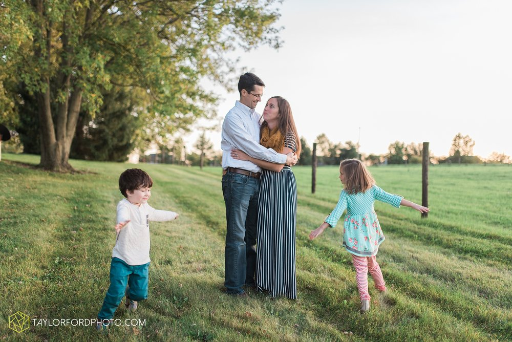 fort-wayne-indiana-family-photographer-leo-cederville-farm-nature-session-Taylor-Ford-Photography_4896.jpg