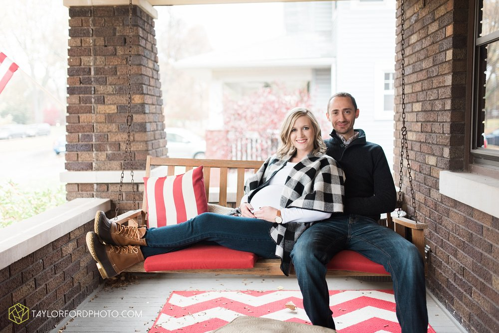 fort-wayne-indiana-family-maternity-photographer-at-home-lifestyle-Taylor-Ford-Photography_4955.jpg