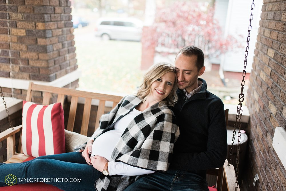 fort-wayne-indiana-family-maternity-photographer-at-home-lifestyle-Taylor-Ford-Photography_4956.jpg