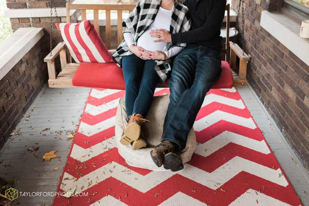 fort-wayne-indiana-family-maternity-photographer-at-home-lifestyle-Taylor-Ford-Photography_4958.jpg