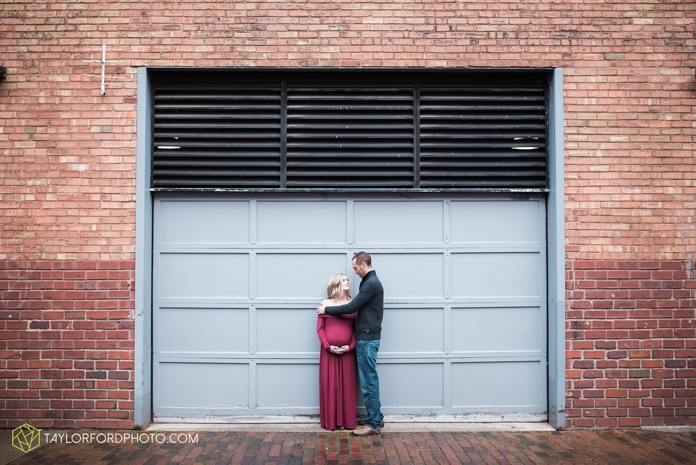 fort-wayne-indiana-family-maternity-photographer-at-home-lifestyle-Taylor-Ford-Photography_4968.jpg