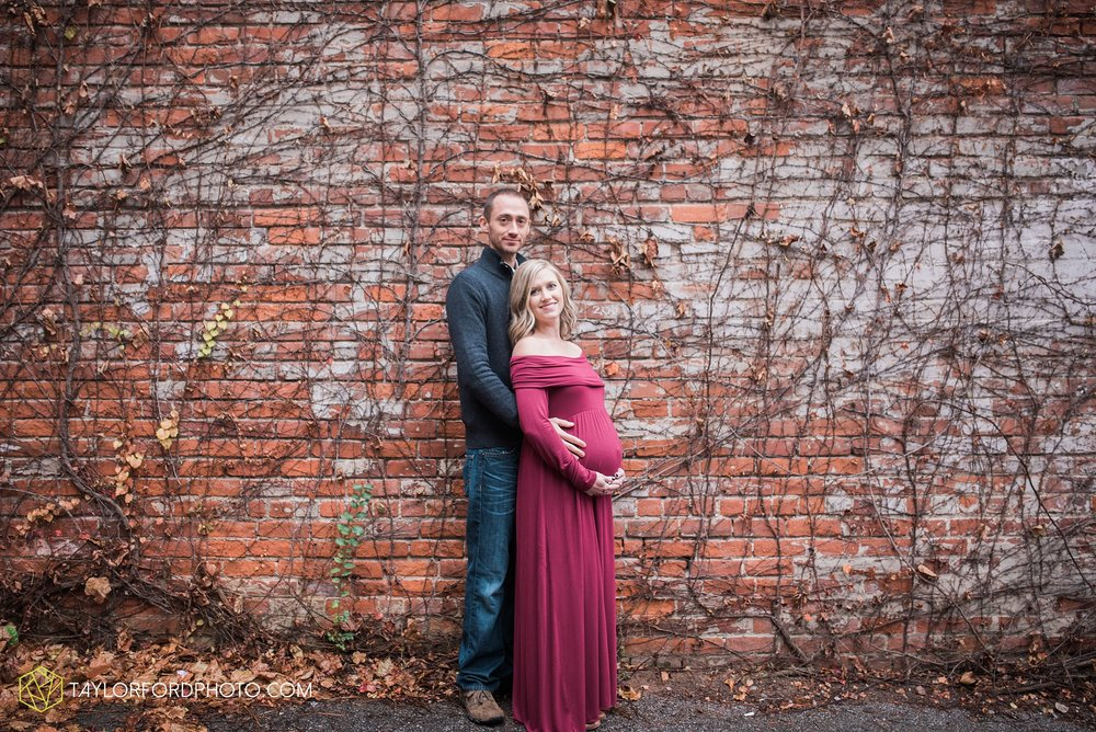 fort-wayne-indiana-family-maternity-photographer-at-home-lifestyle-Taylor-Ford-Photography_4972.jpg