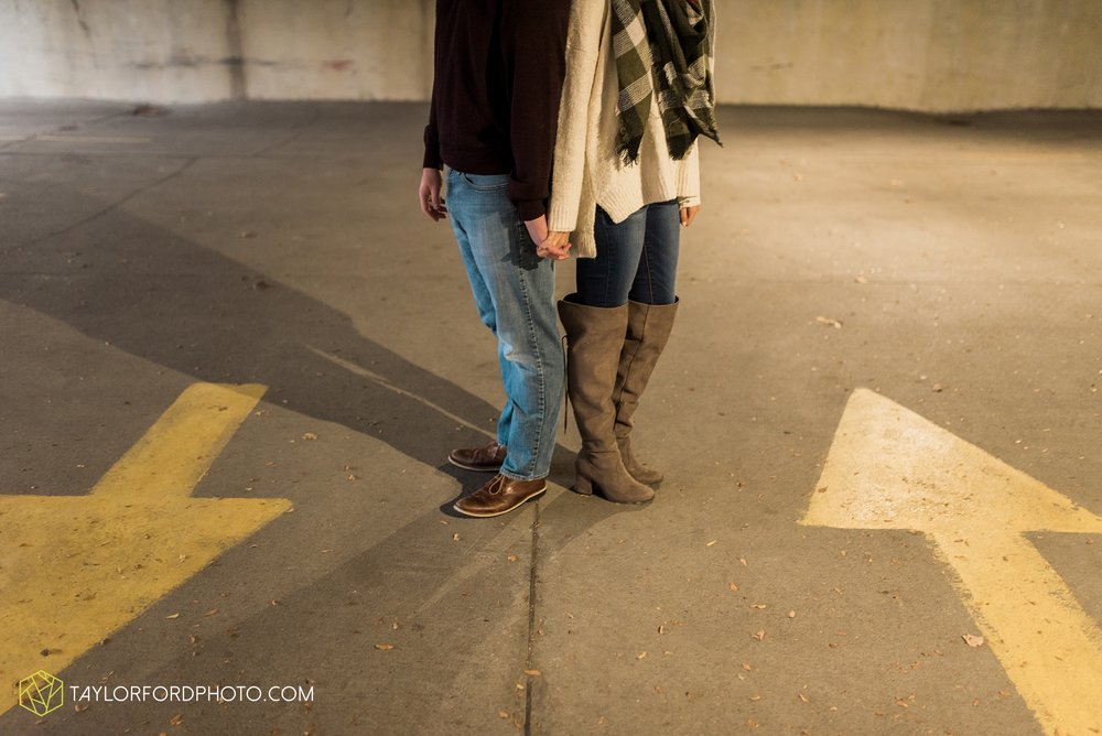 fort-wayne-indiana-engagement-photographer-rainy-day-session-Taylor-Ford-Photography_5005.jpg