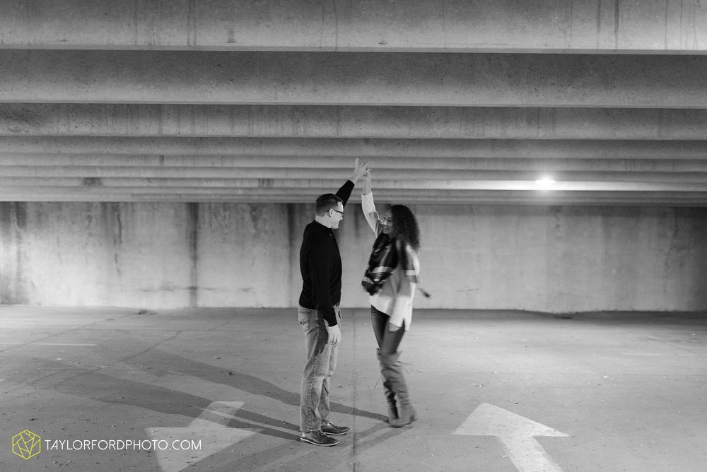 fort-wayne-indiana-engagement-photographer-rainy-day-session-Taylor-Ford-Photography_5006.jpg