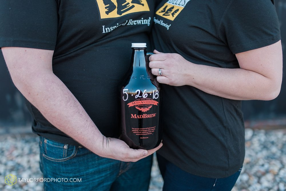 fort-wayne-new-haven-indiana-engagement-photographer-Taylor-Ford-Photography_5243.jpg