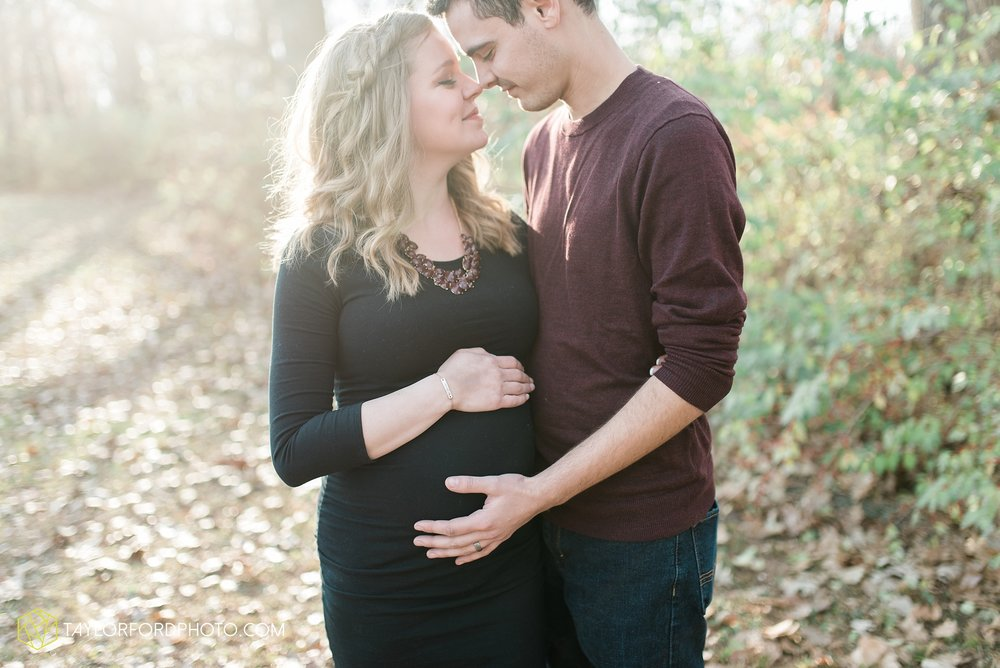 fort-wayne-indiana-maternity-photographer-Taylor-Ford-Photography-foster-park-downtown_5261.jpg