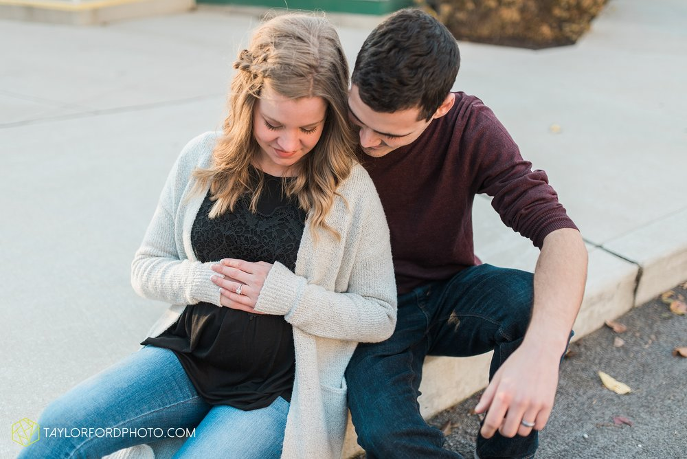 fort-wayne-indiana-maternity-photographer-Taylor-Ford-Photography-foster-park-downtown_5284.jpg