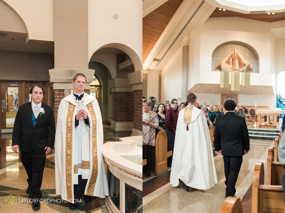fort-wayne-indiana-wedding-photographer-Taylor-Ford-Photography-fort-wayne-country-club-saint-vincents-catholic-church_5383.jpg