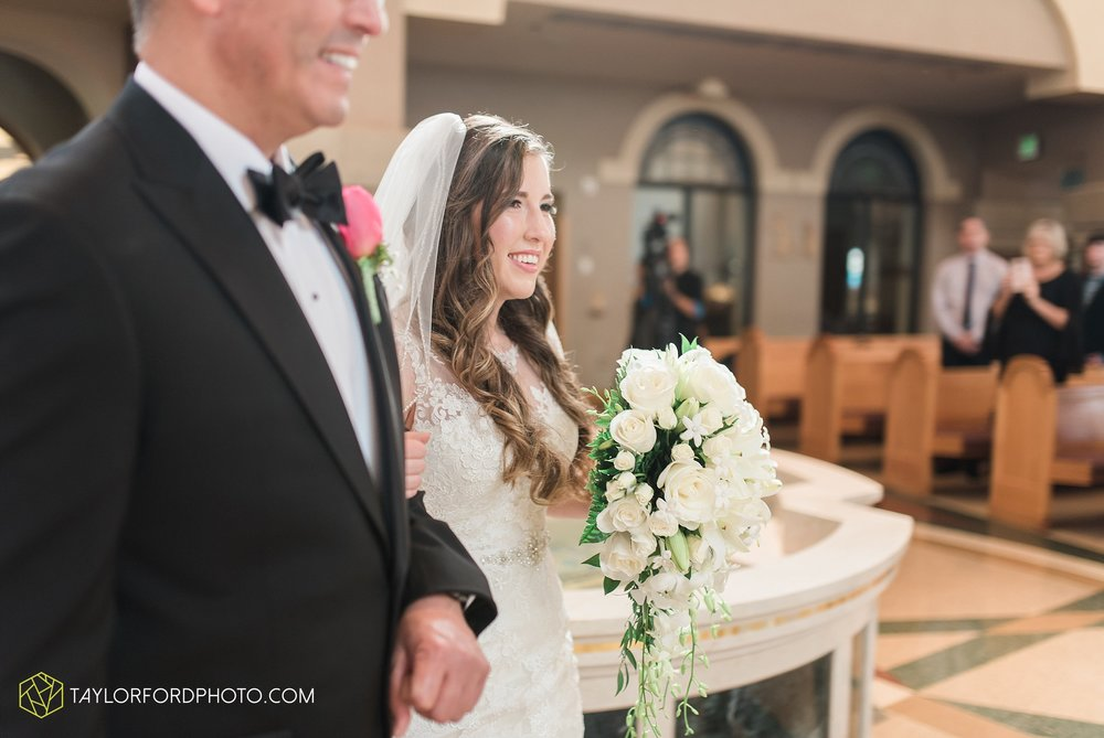 fort-wayne-indiana-wedding-photographer-Taylor-Ford-Photography-fort-wayne-country-club-saint-vincents-catholic-church_5385.jpg