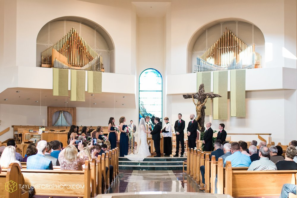 fort-wayne-indiana-wedding-photographer-Taylor-Ford-Photography-fort-wayne-country-club-saint-vincents-catholic-church_5387.jpg