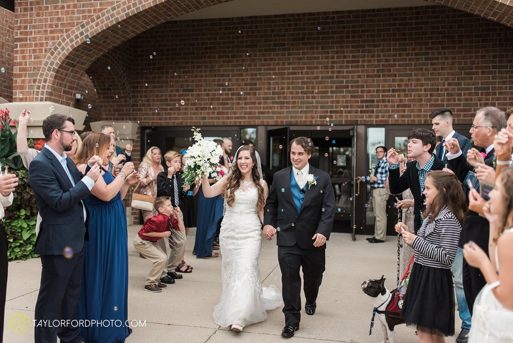 fort-wayne-indiana-wedding-photographer-Taylor-Ford-Photography-fort-wayne-country-club-saint-vincents-catholic-church_5389.jpg