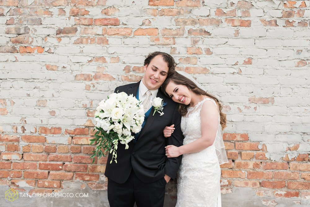 fort-wayne-indiana-wedding-photographer-Taylor-Ford-Photography-fort-wayne-country-club-saint-vincents-catholic-church_5403.jpg