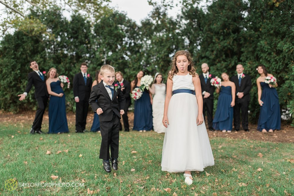 fort-wayne-indiana-wedding-photographer-Taylor-Ford-Photography-fort-wayne-country-club-saint-vincents-catholic-church_5408.jpg