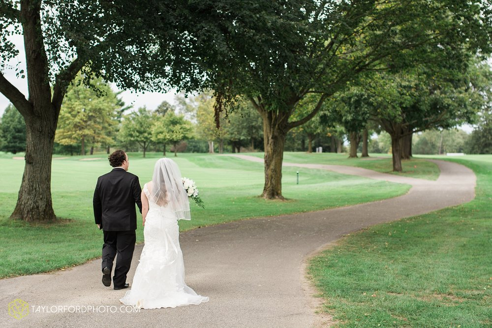 fort-wayne-indiana-wedding-photographer-Taylor-Ford-Photography-fort-wayne-country-club-saint-vincents-catholic-church_5414.jpg