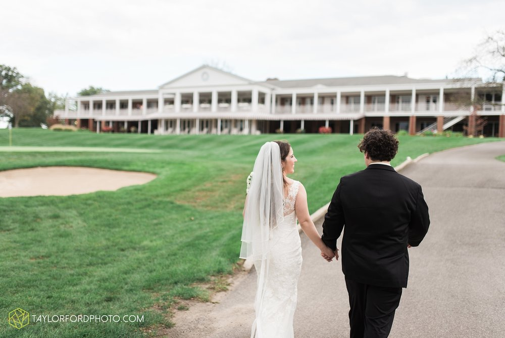 fort-wayne-indiana-wedding-photographer-Taylor-Ford-Photography-fort-wayne-country-club-saint-vincents-catholic-church_5417.jpg