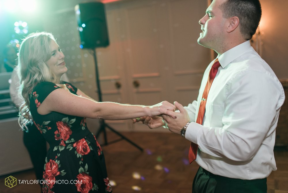 fort-wayne-indiana-wedding-photographer-Taylor-Ford-Photography-fort-wayne-country-club-saint-vincents-catholic-church_5510.jpg