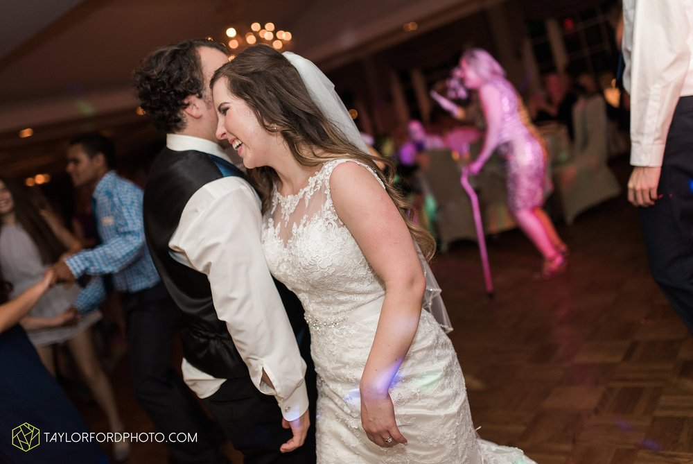 fort-wayne-indiana-wedding-photographer-Taylor-Ford-Photography-fort-wayne-country-club-saint-vincents-catholic-church_5521.jpg