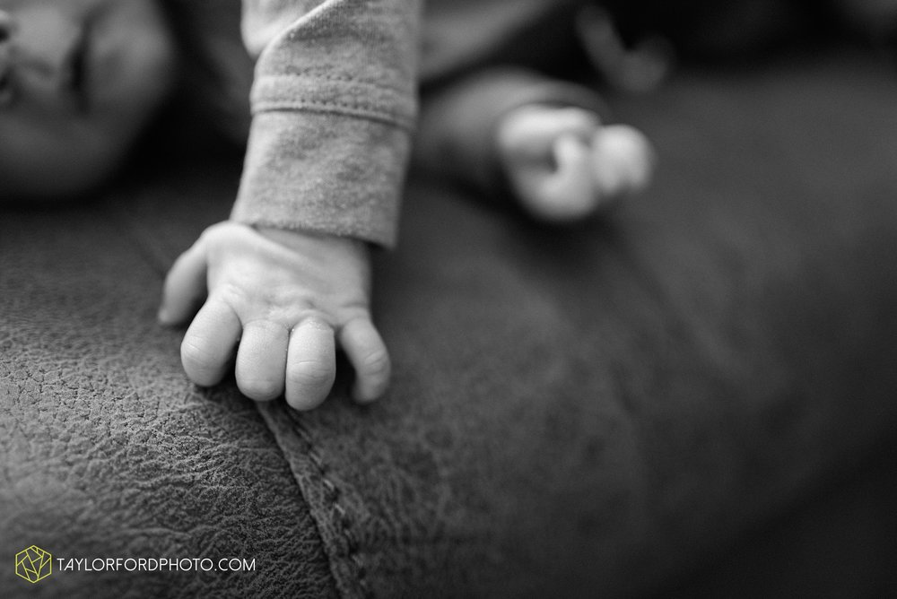 van-wert-ohio-at-home-lifestyle-newborn-photographer-Taylor-Ford-Photography_5729.jpg