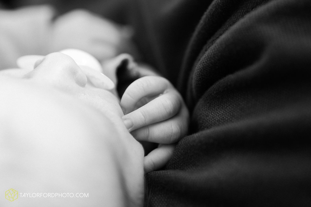 van-wert-ohio-at-home-lifestyle-newborn-photographer-Taylor-Ford-Photography_5739.jpg