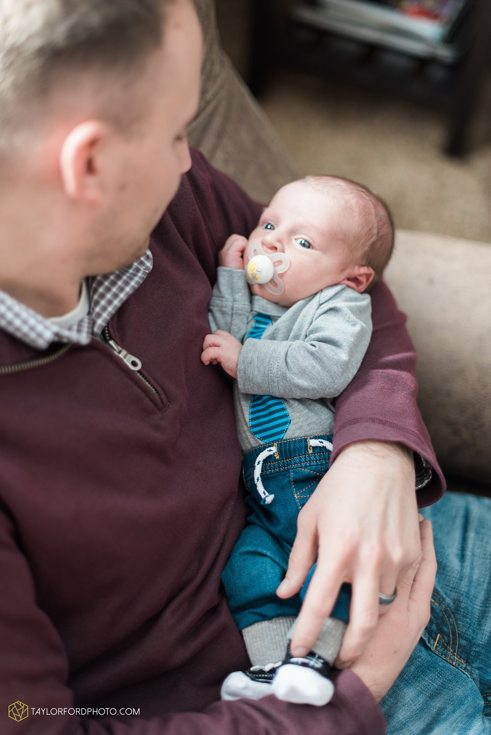 van-wert-ohio-at-home-lifestyle-newborn-photographer-Taylor-Ford-Photography_5738.jpg