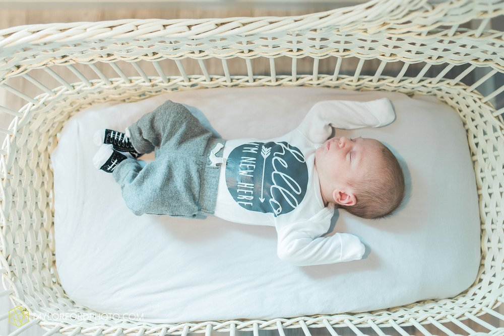 van-wert-ohio-at-home-lifestyle-newborn-photographer-Taylor-Ford-Photography_5740.jpg