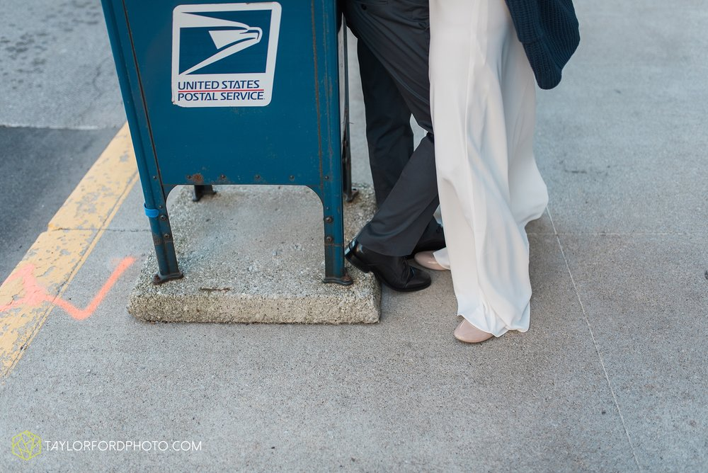 fort-wayne-indiana-elopement-wedding-hoppy-gnome-gnometown-brewing-photographer-Taylor-Ford-Photography_5790.jpg
