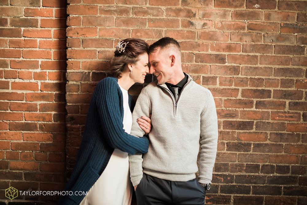 fort-wayne-indiana-elopement-wedding-hoppy-gnome-gnometown-brewing-photographer-Taylor-Ford-Photography_5794.jpg