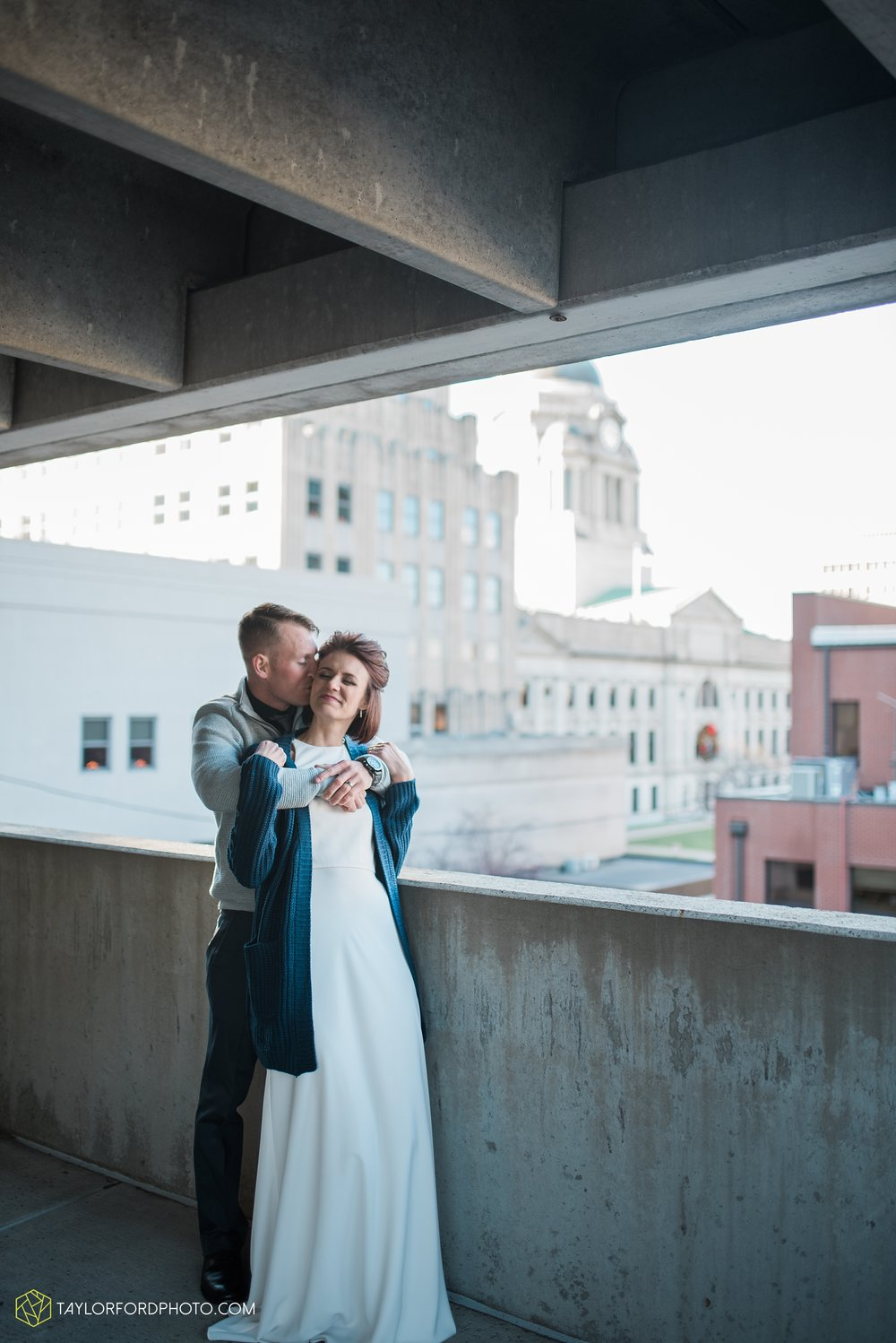 fort-wayne-indiana-elopement-wedding-hoppy-gnome-gnometown-brewing-photographer-Taylor-Ford-Photography_5806.jpg