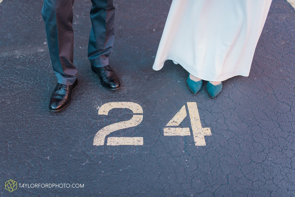 fort-wayne-indiana-elopement-wedding-hoppy-gnome-gnometown-brewing-photographer-Taylor-Ford-Photography_5823.jpg