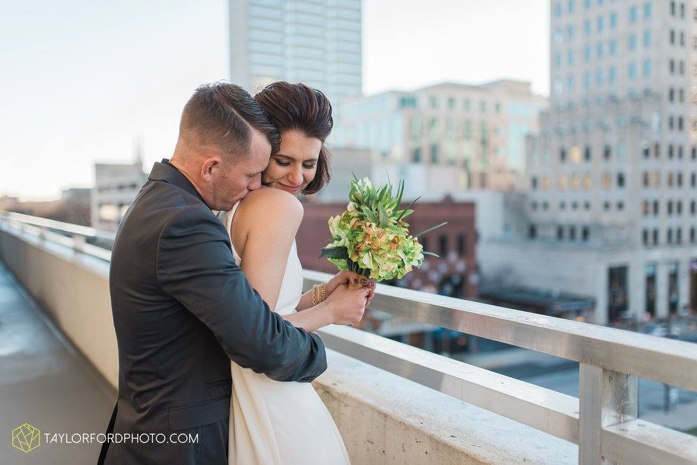 fort-wayne-indiana-elopement-wedding-hoppy-gnome-gnometown-brewing-photographer-Taylor-Ford-Photography_5839.jpg