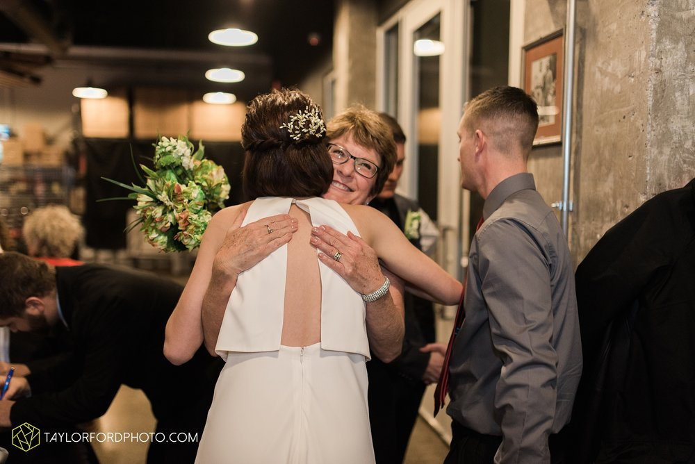 fort-wayne-indiana-elopement-wedding-hoppy-gnome-gnometown-brewing-photographer-Taylor-Ford-Photography_5863.jpg