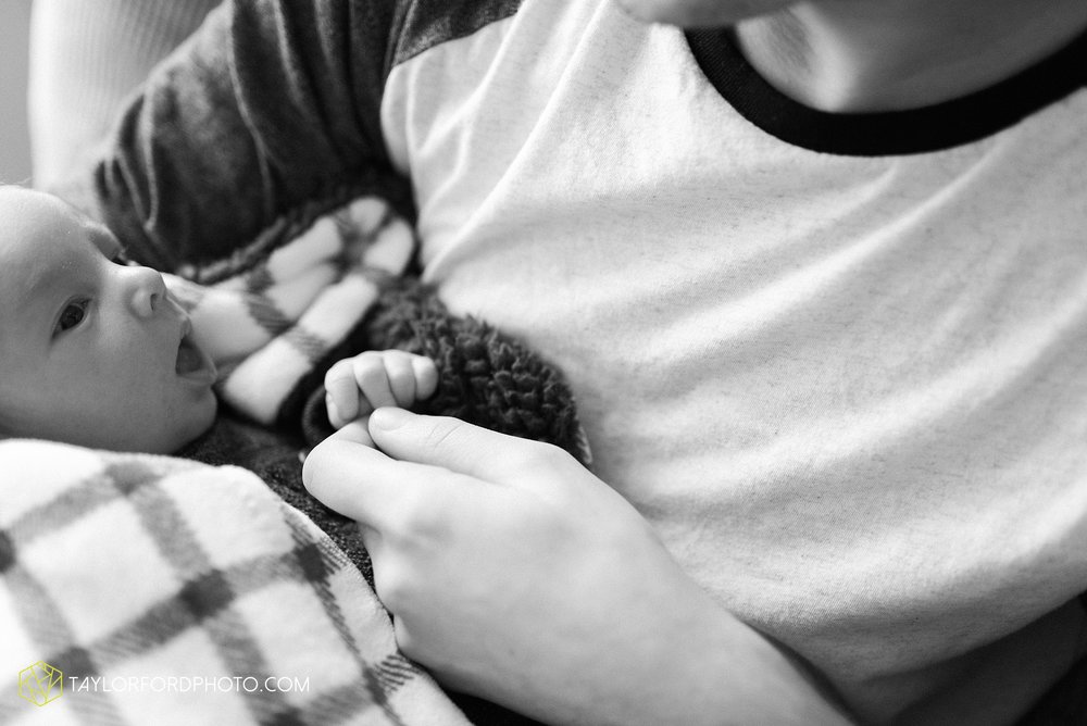fort-wayne-indiana-newborn-family-lifestyle-at-home-photographer-Taylor-Ford-Photography_5960.jpg