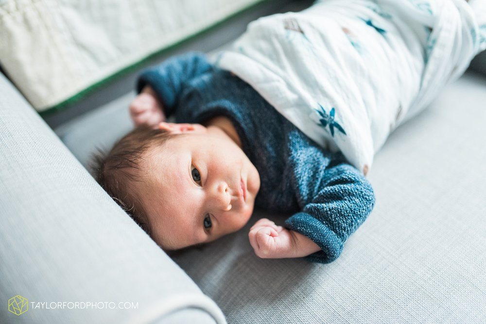 fort-wayne-indiana-newborn-family-lifestyle-at-home-photographer-Taylor-Ford-Photography_5975.jpg