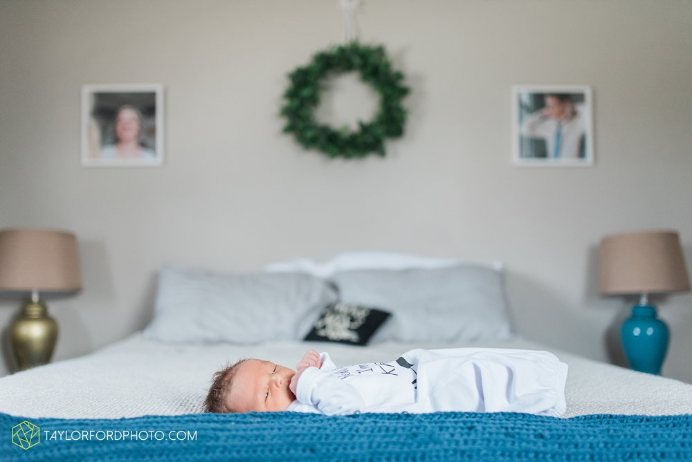fort-wayne-indiana-newborn-family-lifestyle-at-home-photographer-Taylor-Ford-Photography_5988.jpg