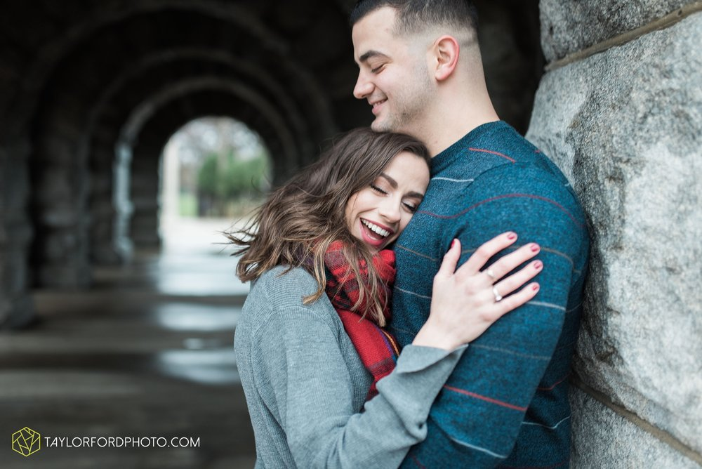 chicago-illinois-engagement-lincoln-park-zoo-downtown-millenium-park-cloud-gate-photographer-Taylor-Ford-Photography_6040.jpg