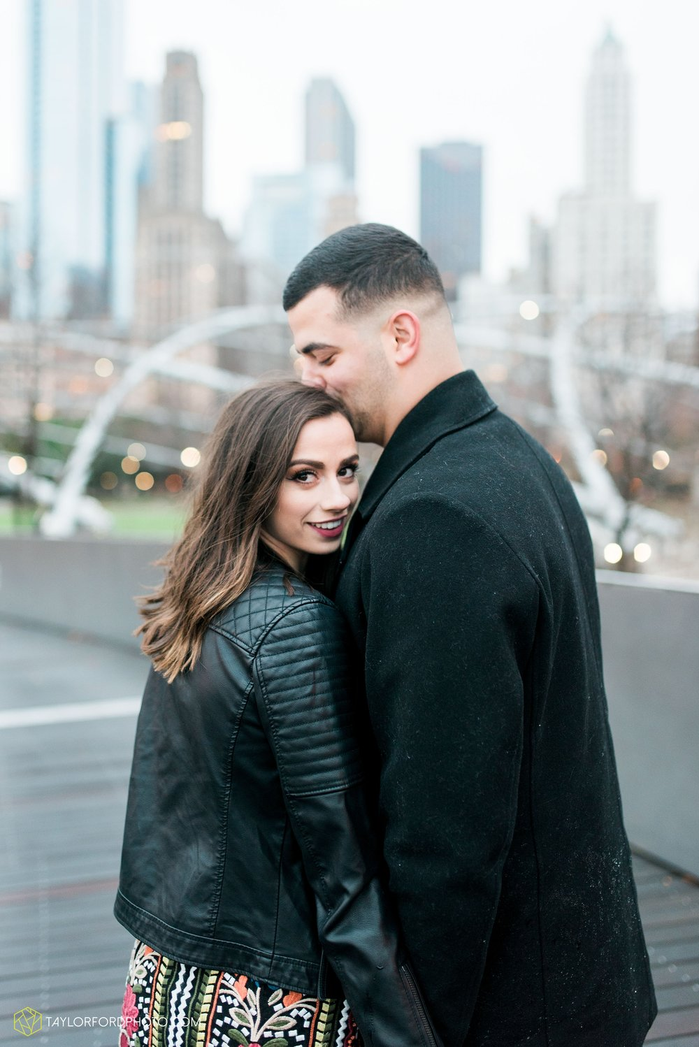 chicago-illinois-engagement-lincoln-park-zoo-downtown-millenium-park-cloud-gate-photographer-Taylor-Ford-Photography_6049.jpg