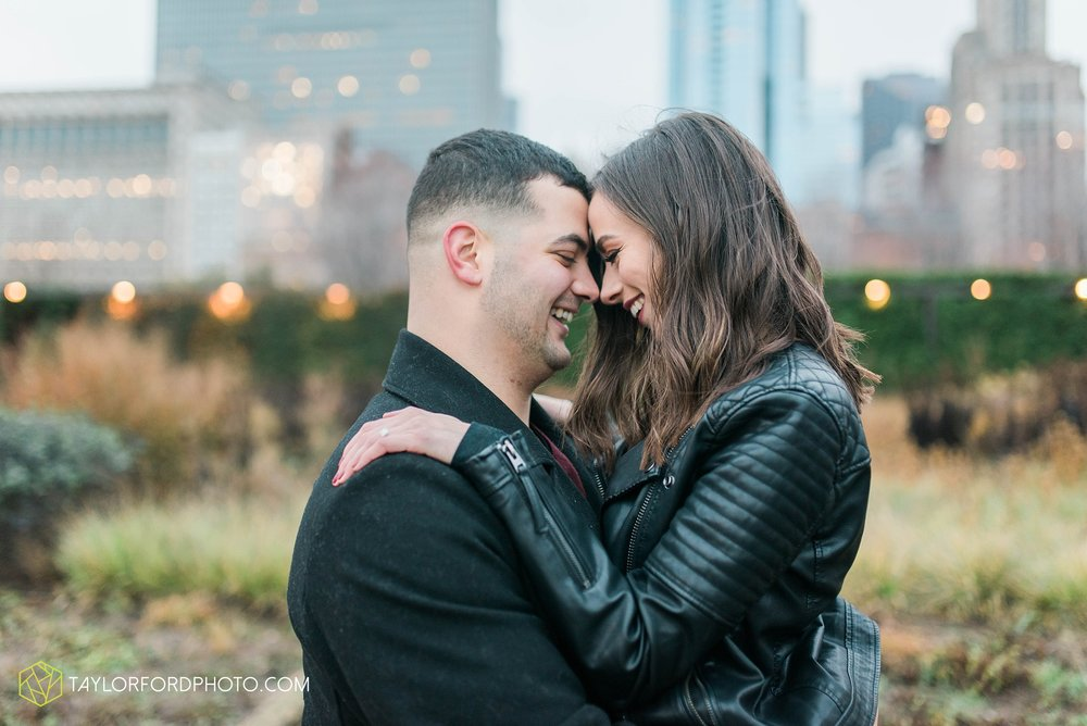 chicago-illinois-engagement-lincoln-park-zoo-downtown-millenium-park-cloud-gate-photographer-Taylor-Ford-Photography_6055.jpg