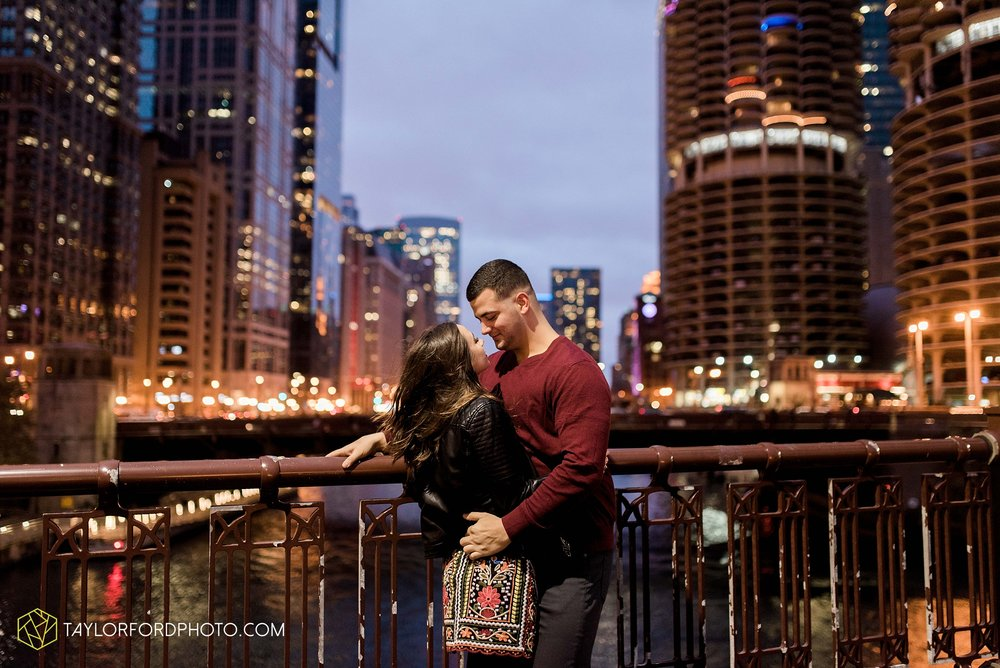 chicago-illinois-engagement-lincoln-park-zoo-downtown-millenium-park-cloud-gate-photographer-Taylor-Ford-Photography_6060.jpg