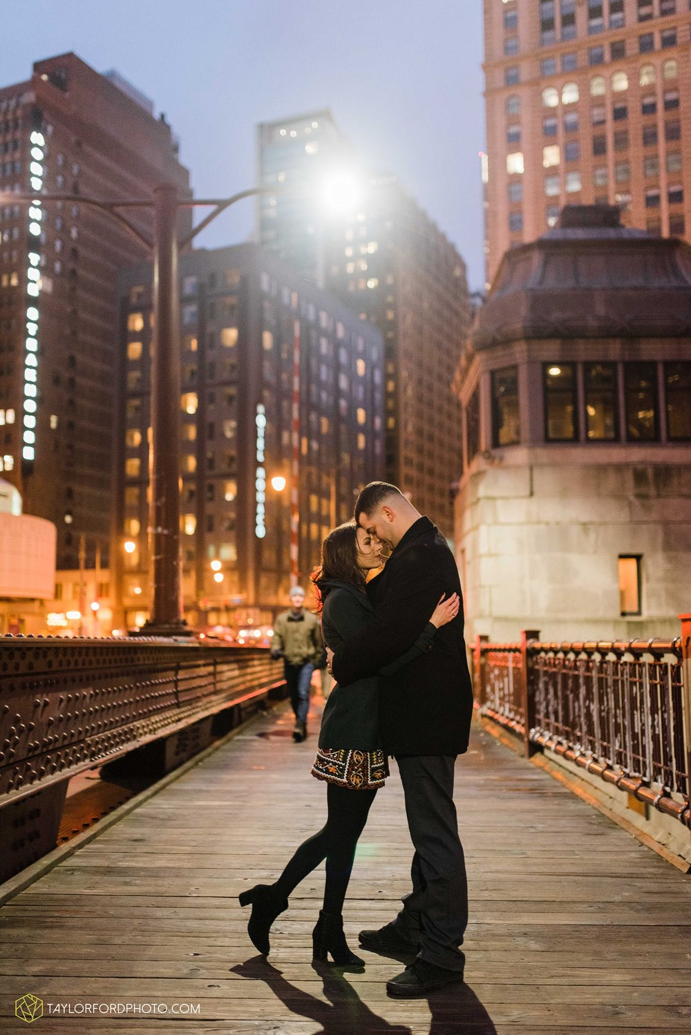 chicago-illinois-engagement-lincoln-park-zoo-downtown-millenium-park-cloud-gate-photographer-Taylor-Ford-Photography_6062.jpg