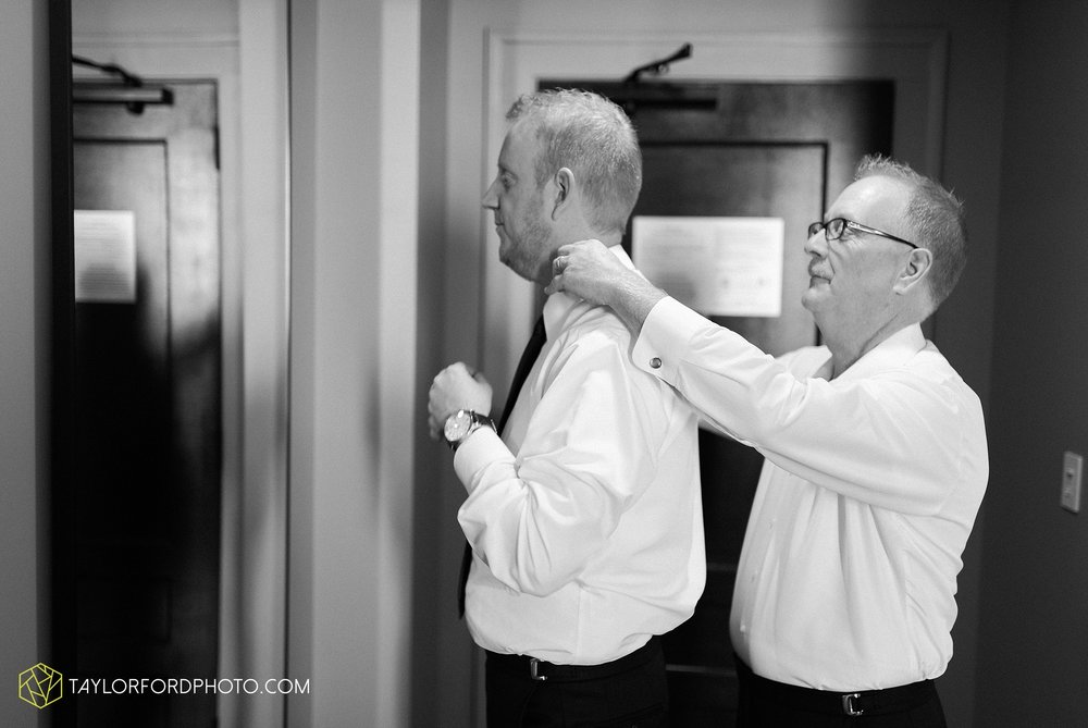 cincinnati-ohio-covington-kentucky-wedding-photographer-the-madison-event-center-the-covington-hotel-pramuk-Taylor-Ford-Photography_6316.jpg